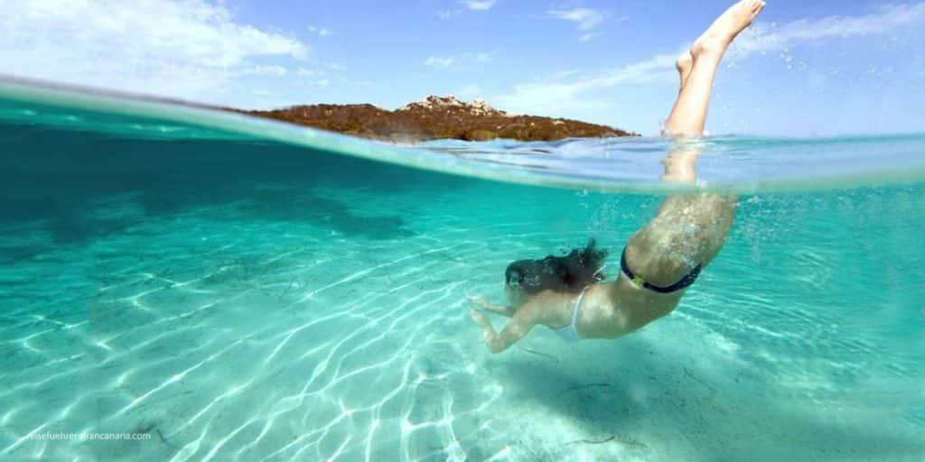 Schwimmen im Meer - 10 Tipps für den perfekten Strandurlaub
