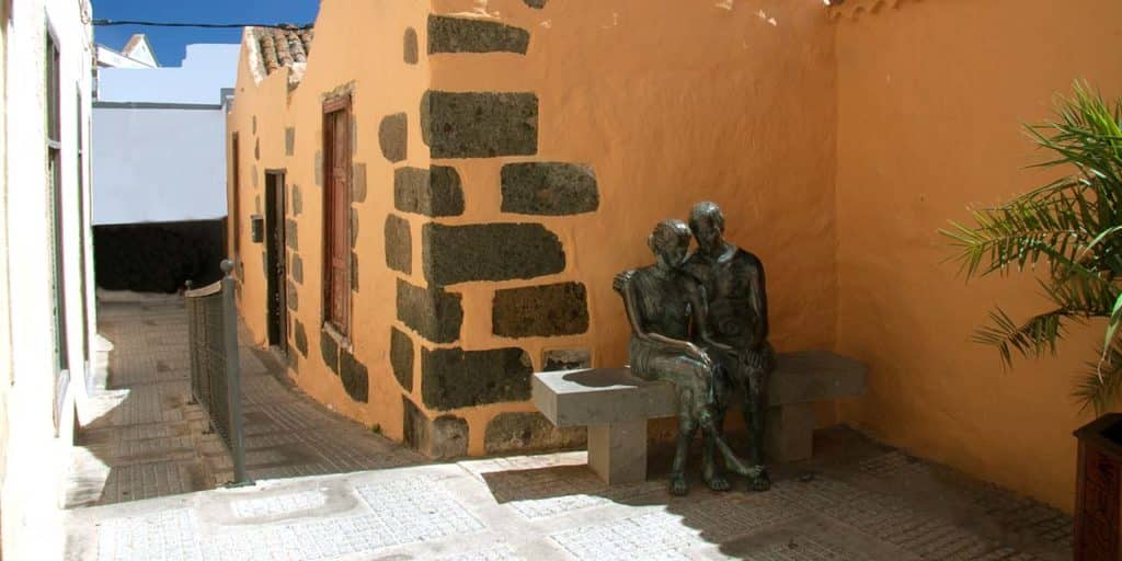 Liebende in der Altstadt in Agüimes, Gran Canaria
